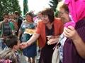 9 По традиция колежките детски учителки захранват децата...