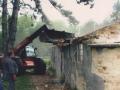 Събаряне на старата и опасна тоалетна - 2